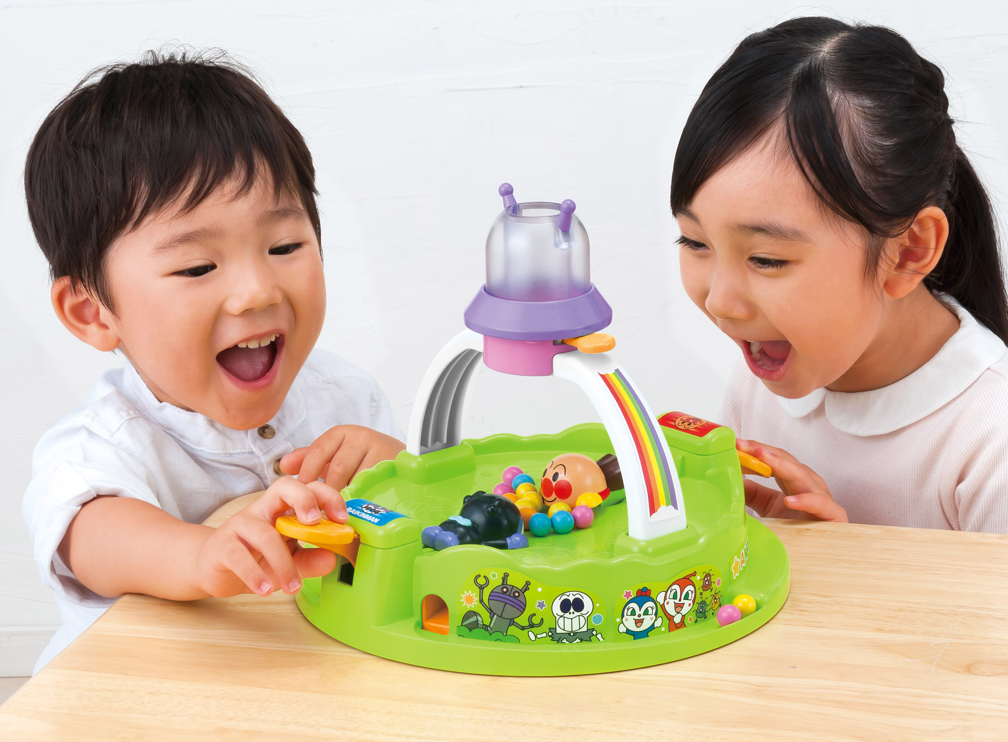 http://www.agatsuma.co.jp/product_test/new_goods/image/anpanman/4971404314900_2_l.jpg